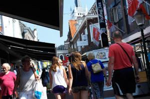 brugstraat-winkelen-mensen