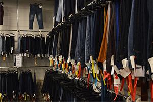 Kledingwinkels en kledingreparatie natuurlijk ommen for Veurink mode ommen