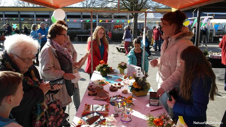 Zonnige Lentefair Koloriet steunt Voedselbank