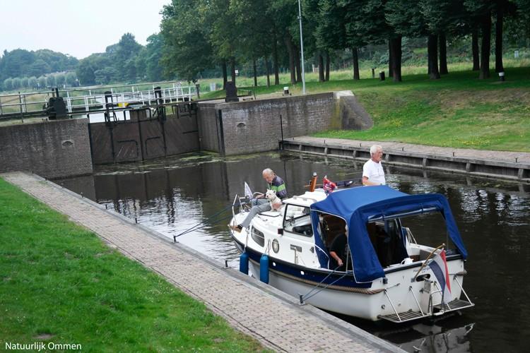 Familie Nijman vaart al jaren met de boot naar Ommen