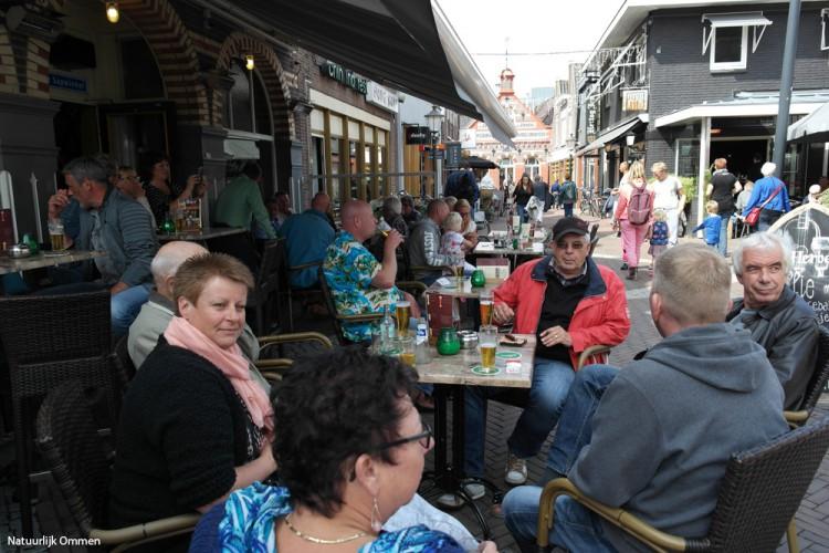 Ommen zondag drukbezocht tijdens winkelopenstelling en Montmartre