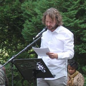 Eric Schutte houdt voor de HKO lezing over architectuur in Ommen