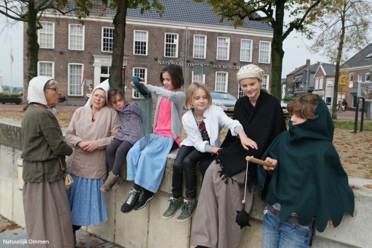 Bezoekers uit Zwolle maken 'Reis door de Tijd' in Nationaal Tinnen Figuren Museum