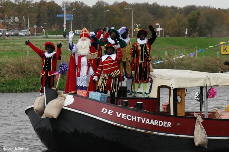 Sinterklaas en pieten bezochten Dalfsen en zijn op weg naar Ommen