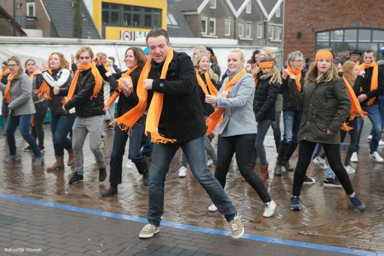 Vitaal Vechtdal laat flashmob ontstaan op de markt in Ommen