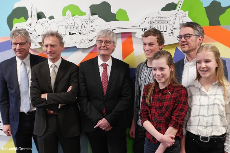 Paul Rosenmöller en leerlingen verrichten officiële opening Vechtdal College