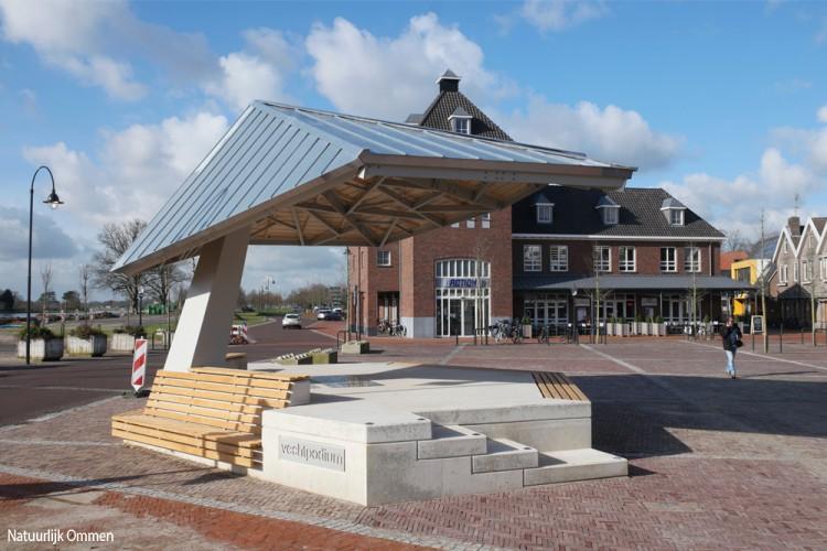 Nieuwe muziekkoepel Vechtpodium in Ommen staat