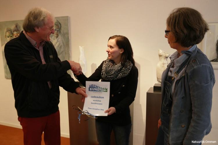 Carlijn Habers uit Ommen 100e vriend Stichting Vechtdalkunsten