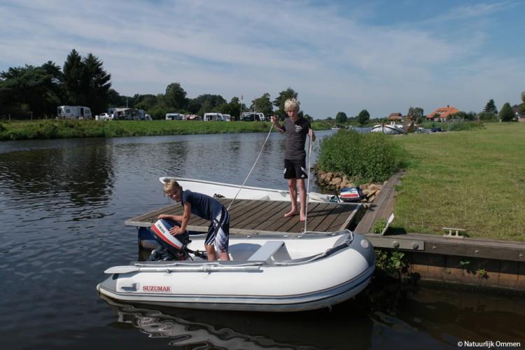 Trailerhelling voor boten bij Passantenhaven in Ommen flink in gebruik
