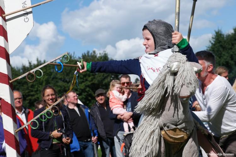 Hanzedag in Ommen met middeleeuws festival aan de Vecht een 'schot in de ring'