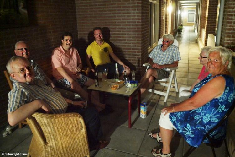 Warme nazomeravond brengt bewoners 'Arrierpoort' bij elkaar