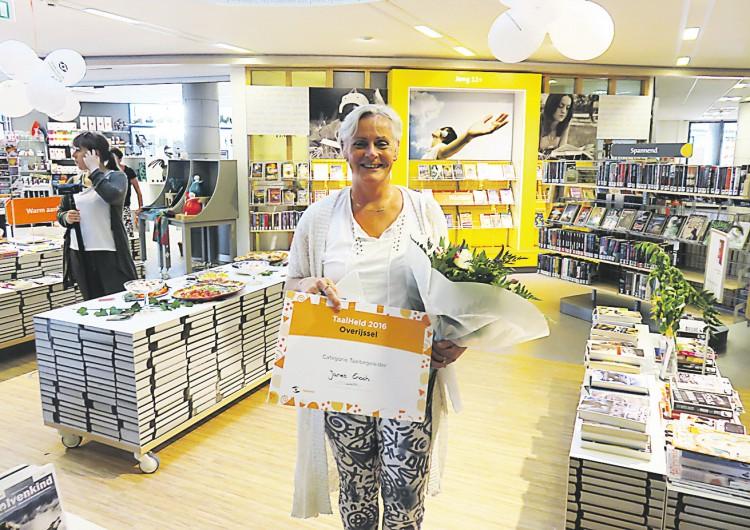 Jannet Enoch uitgeroepen tot Taalheld 2016 van de provincie Overijssel