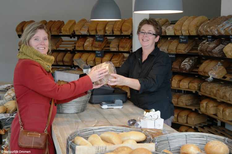 Brood- en banketzaak De Bakker in de Varsenerstraat geopend