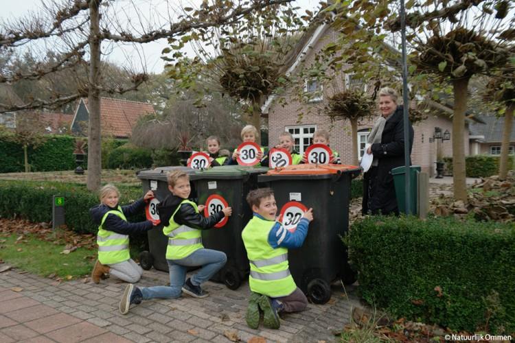 Schoolgaande kinderen in Vilsteren: 'Onze buurt gaat voor veilig verkeer!'