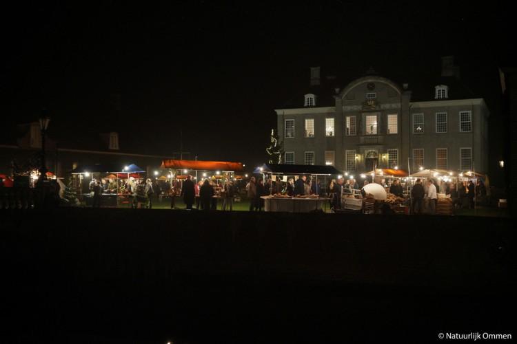 Bezoekers genieten van Kerstfair bij Kasteel Eerde