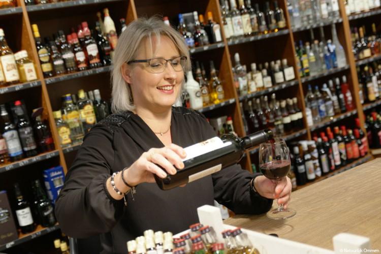Nieuwe winkel Wijnhof Ommen verrijkt de Varsenerstraat