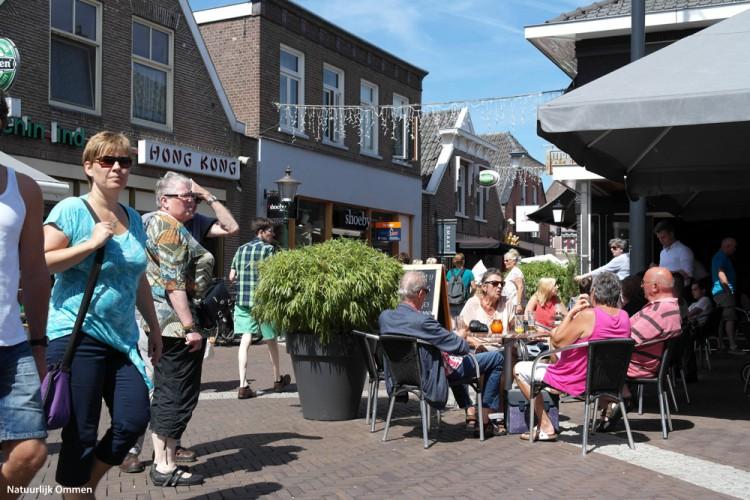 Binnenstad ondernemers in Ommen bereiden zich voor op stralend lenteweer