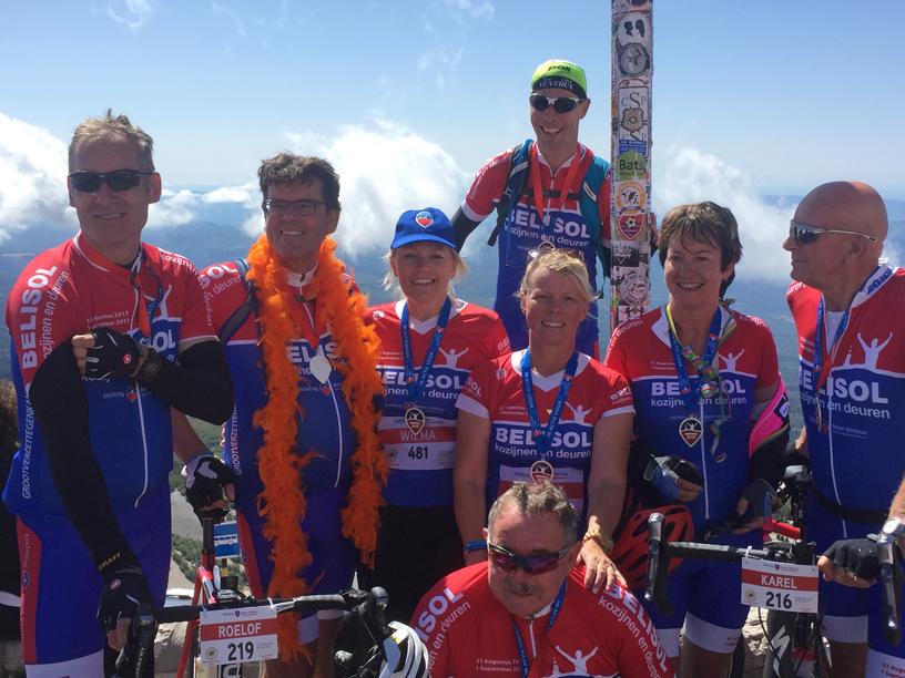 Team-Vechtdal-op-de-top-van-de-Mont-Ventoux