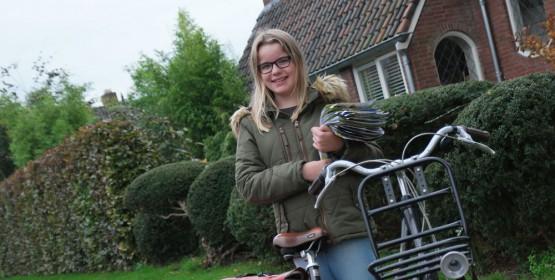 Maaike Hofstee (13): 'Folders rondbrengen is leuk maar school gaat voorlopig toch even voor'
