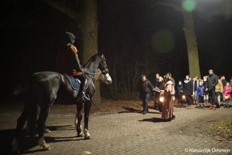 Levende Kerstwandeltocht in Vilsteren trekt 1200 mensen