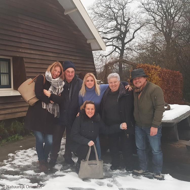 Italianen en Zwollenaren genieten van de molen bij het bezoekerscentrum in Ommen