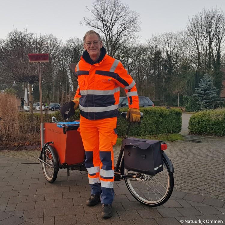 Theo met de bakfiets: 'Ik vind mijn werk voor de Bestuursdienst Ommen-Hardenberg schitterend!'