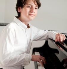 Concert piano-'wonderkind' Aidan Mikdad