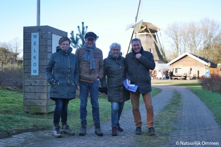 Bijna vierhonderd nieuwjaarswandelaars vertrekken vanuit het Bezoekerscentrum Ommen