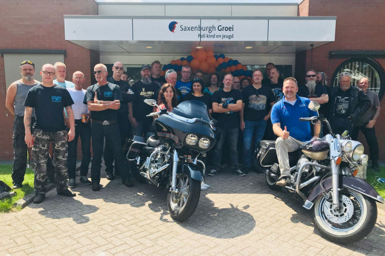 Motorclub Roving Spirit aanwezig bij officiële opening kinderpolikliniek