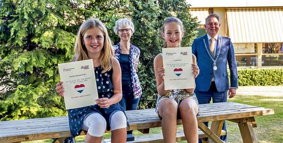 Prijzen uitgereikt aan winnaars gedichtenwedstrijd