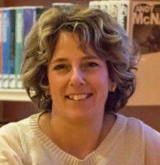 Annelies Bakelaar fractievoorzitter CDA Ommen geeft het stokje over aan Marinus Dunnewind